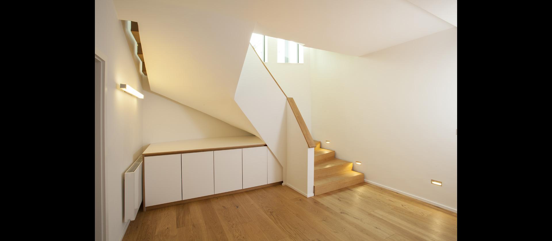 unter der treppe ideen fr stauraum unter der treppe garderobe unter treppe cool auf kreative. Black Bedroom Furniture Sets. Home Design Ideas