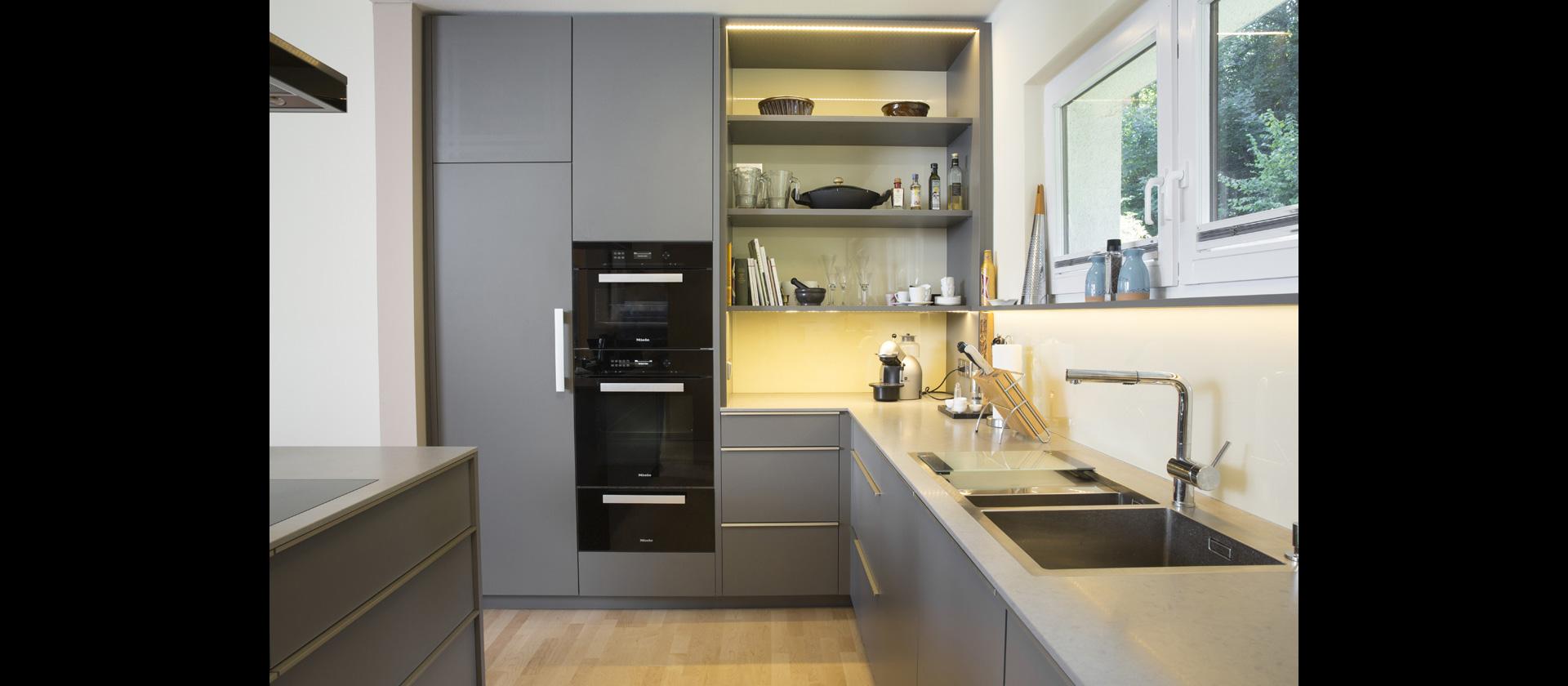 MTB-Küche in Beschichtung Grau