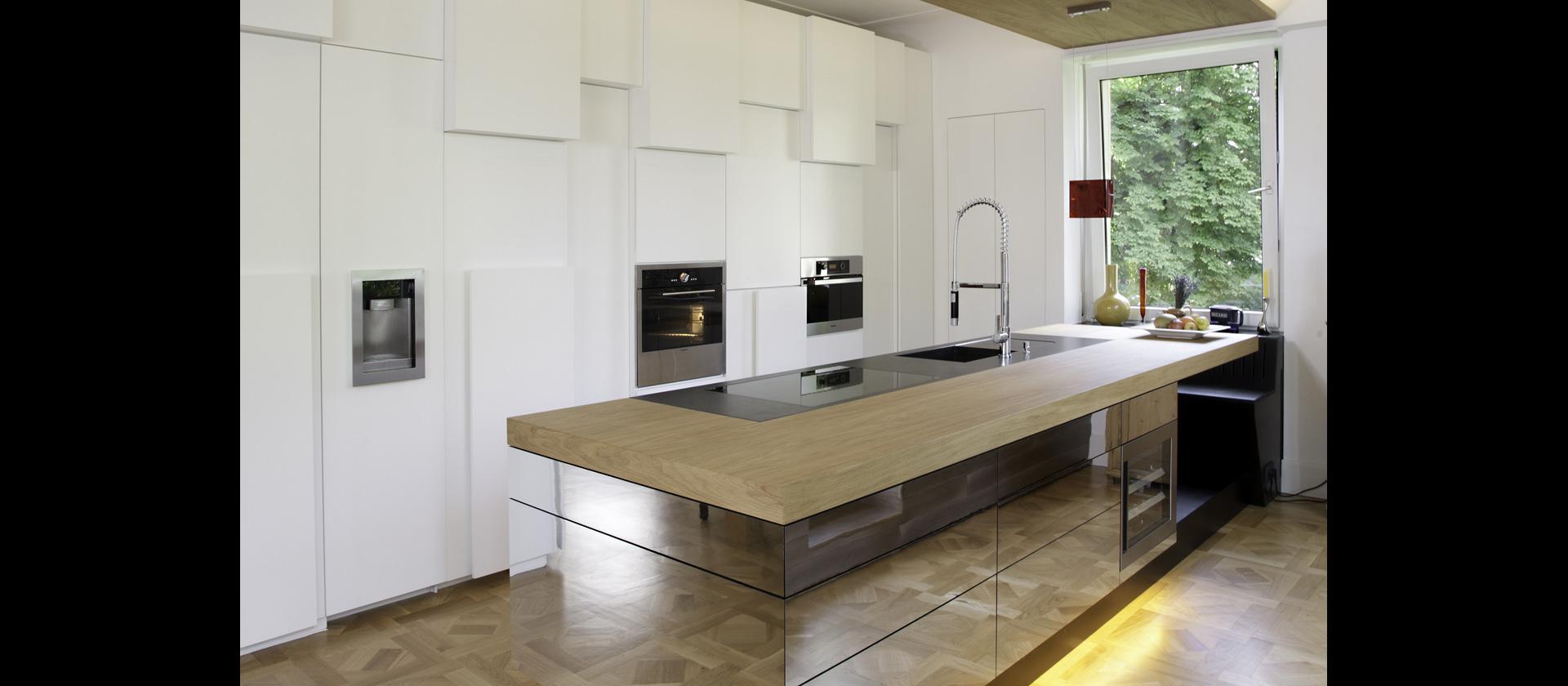 mtb k che in eiche mit spiegelfronten. Black Bedroom Furniture Sets. Home Design Ideas
