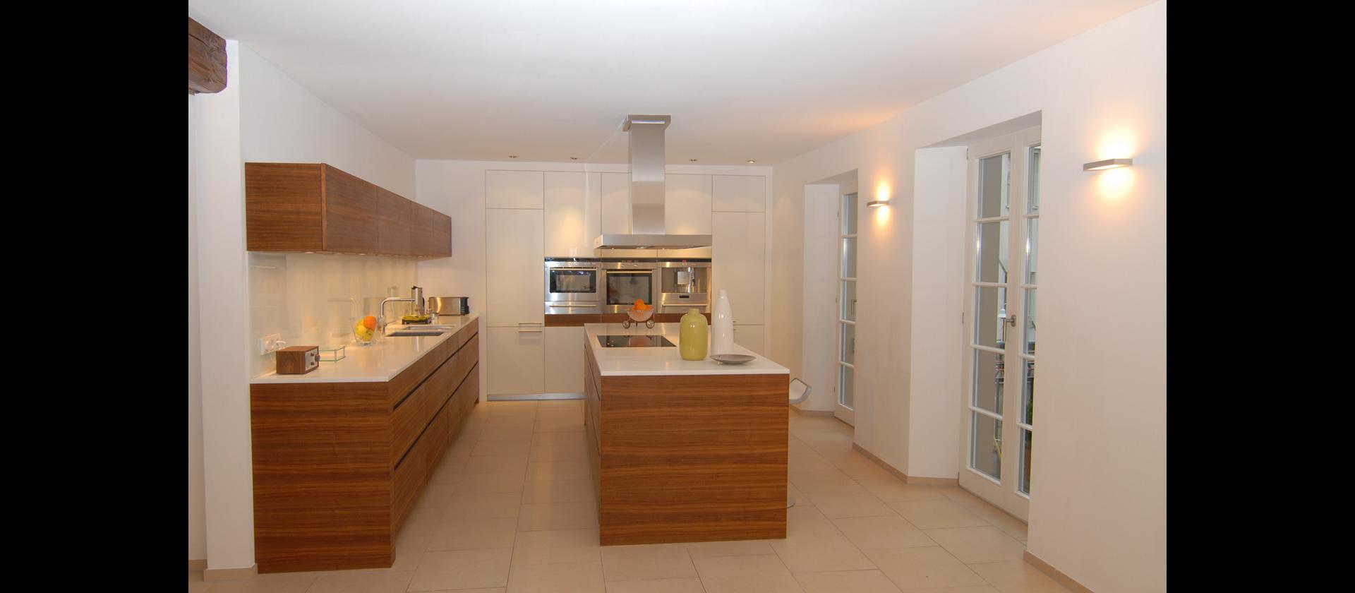 mtb k che in nussbaum und mineralstein. Black Bedroom Furniture Sets. Home Design Ideas