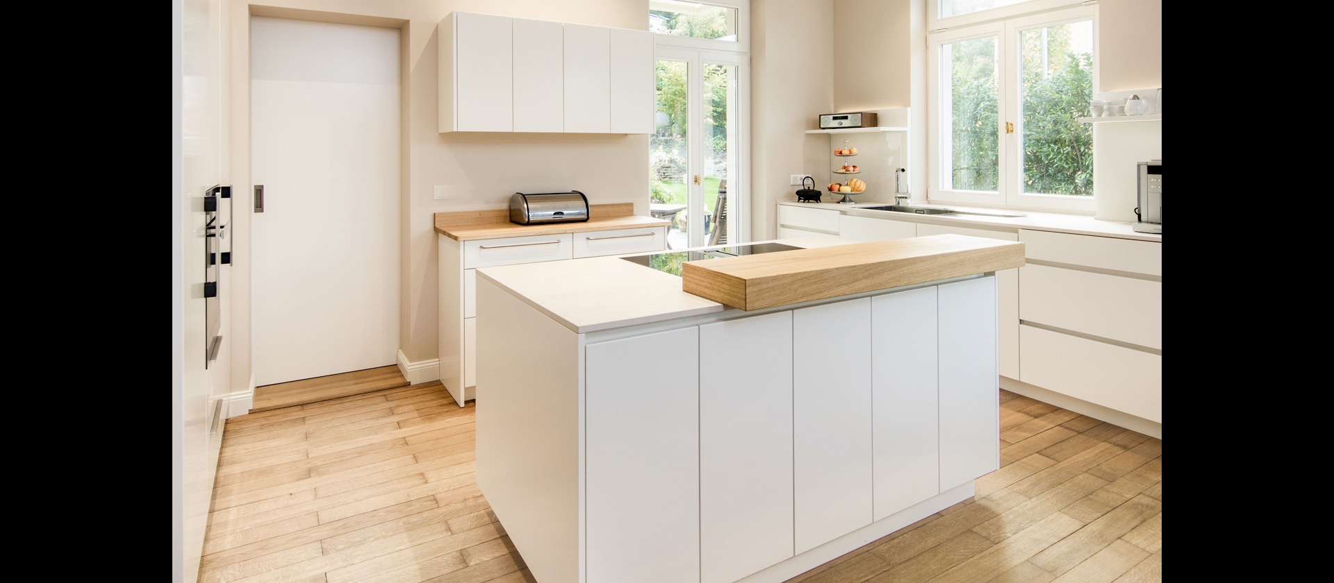 MTB-Küche Mattlack weiss, Arbeitsplatten Decton