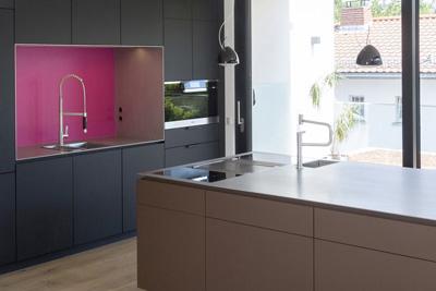 Küche Mit Edelstahlarbeitsflächen, Bora Kochfeldabzug