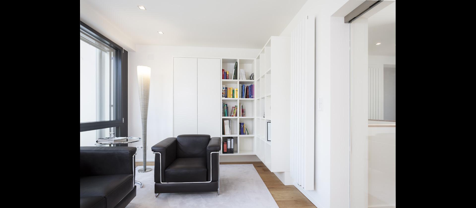 mtb homeoffice mit schwebenden sideboards b rom bel. Black Bedroom Furniture Sets. Home Design Ideas