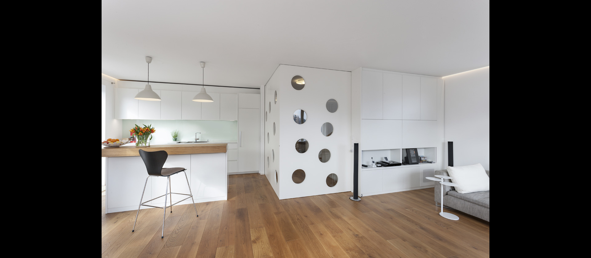 wohnk che und hifim bel mit parkpl tzen f r schiebet ren. Black Bedroom Furniture Sets. Home Design Ideas